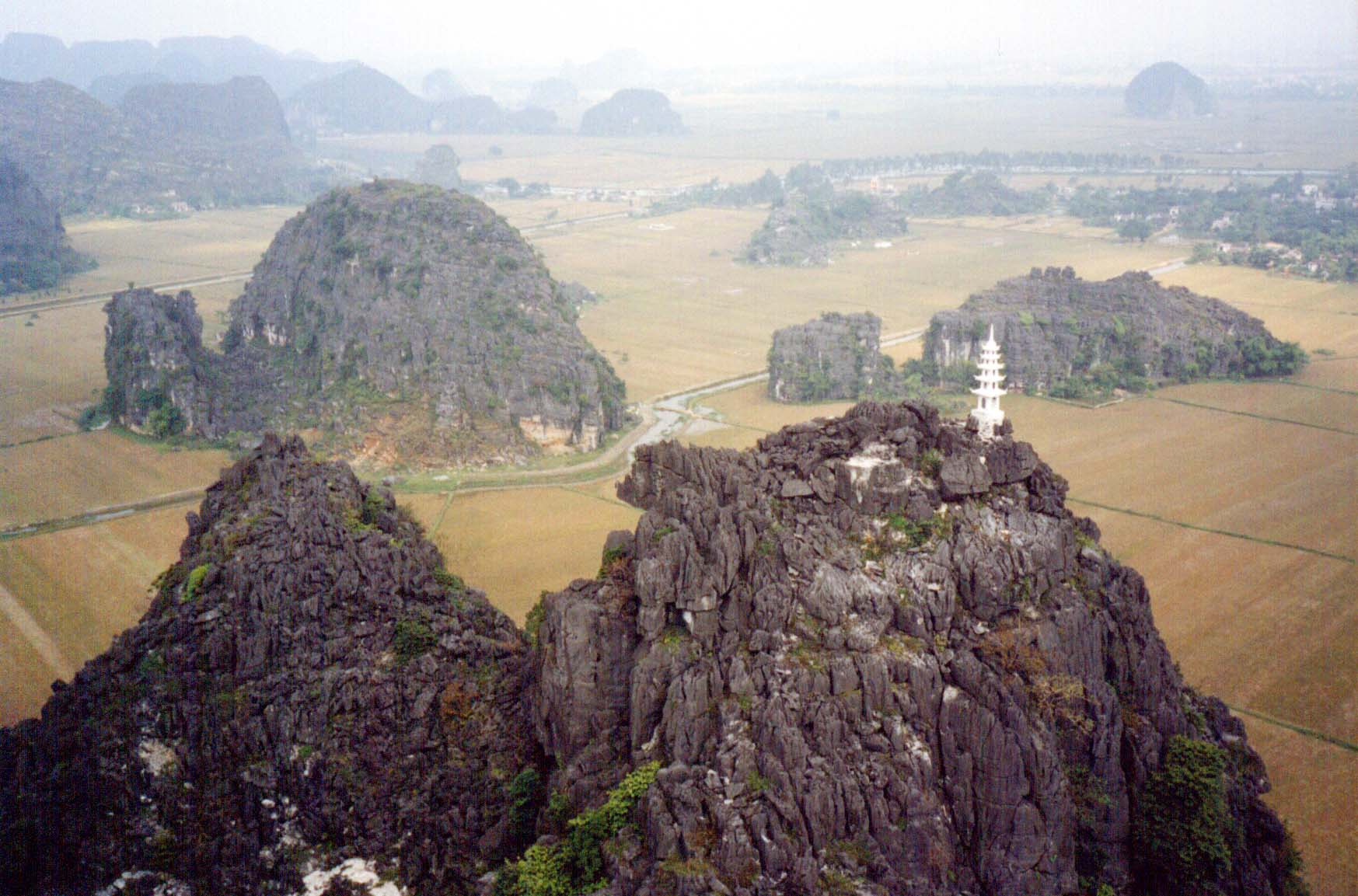 Looking out to a 'sea' of karsts from the top of Hang Mua (Ninh Binh, Vietnam) - Page 116